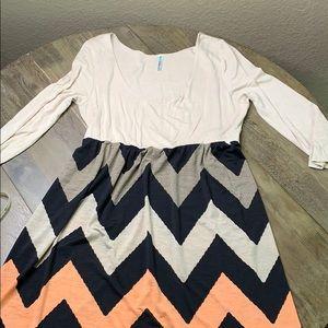 Chevron Pattern Scoop Neck Midi Dress